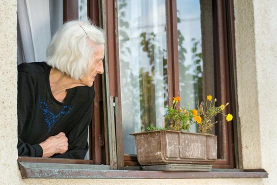 """""""Sem Ester. Prejšnji mesec sem imela 83 let. Živim tu gori, na gruntu, v hiški, v kateri vleče od vsepovsod!"""""""