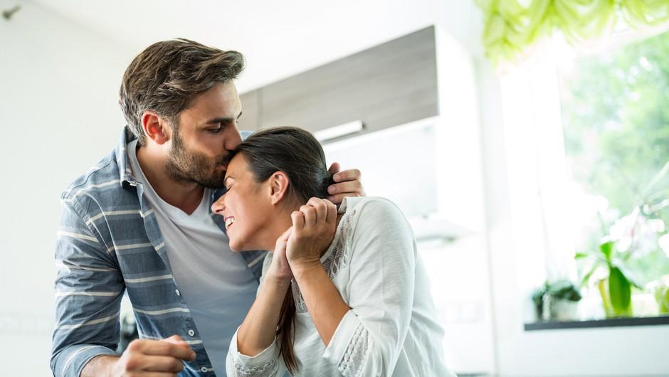 Ste vedeli, da lahko s poljubom, ki ga namenite ženi pred odhodom v službo, podaljšate življenje? (foto: Profimedia)