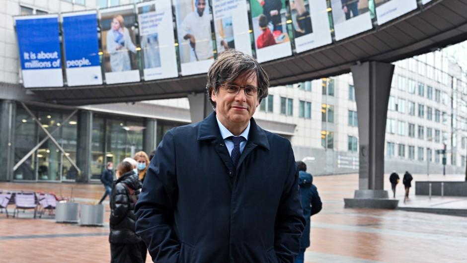 Carles Puigdemont po aretaciji na prostosti, o izročitvi Španiji 4. oktobra (foto: profimedia)