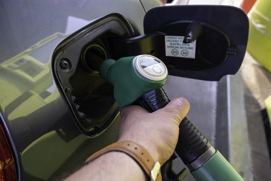 Pogoj PCT ne velja več za delavce na domu in na zunanjem delu bencinskih črpalk