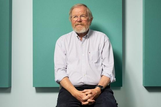 Bill Bryson: »Nihče ne ve, zakaj si teh sedem kvadrilijard atomov želi sestaviti prav nas!«