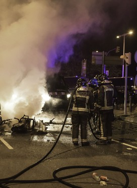 Ob množičnih zabavah na prostem v Barceloni tudi nekaj hujših izgredov