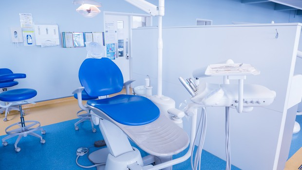 """Zobozdravstvo med epidemijo: """"Bolečina v zobu ni urgentno stanje, saj ne predstavlja smrtne nevarnosti!"""" (foto: profimedia)"""