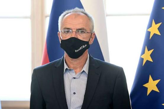 """Veselinovič: """"Odstopam, saj pri teptanju novinarske avtonomije ne bom sodeloval!"""""""