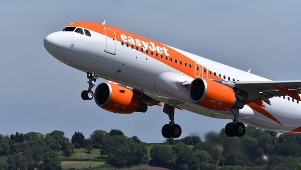 Letalski prevozniki v Evropi za hitrejšo povrnitev stroškov pri odpovedi letov (foto: Profimedia)