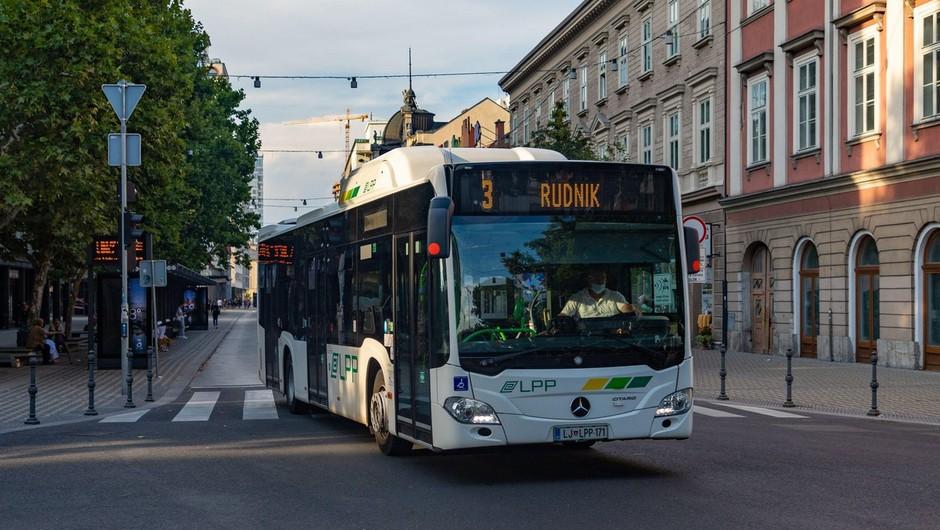 V Ljubljani in Mariboru brezplačni avtobusni prevoz za upokojence, invalide in vojne veterane (foto: profimedia)