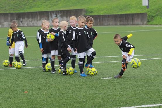 Zvezdniki na dobrodelni nogometni tekmi v Stožicah za projekt Botrstvo v športu