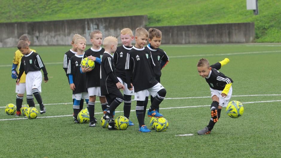 Zvezdniki na dobrodelni nogometni tekmi v Stožicah za projekt Botrstvo v športu (foto: profimedia)