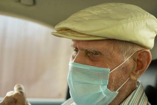 Petkovo testiranje je potrdilo slabo petino novih okužb med 4993 odvzetimi vzorci