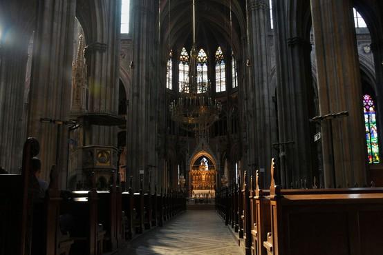 Preiskava znotraj francoske katoliške cerkve odkrila okrog 3000 pedofilov
