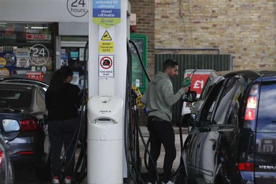 V Veliki Britaniji vojska začela voziti gorivo