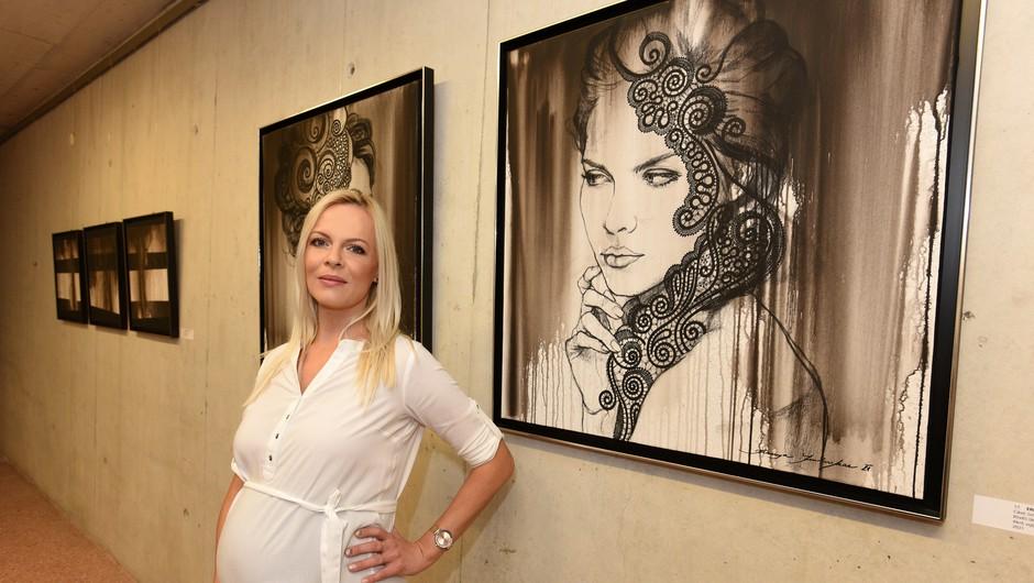 Akademska slikarka Jerneja Smolnikar o čipki, upodobitvi čutnih žensk in odnosu Slovencev do umetnosti (foto: Boštjan Gunčar)