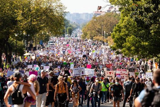 Protest je legitimen le, če ne ogroža drugače mislečih (ali, kaj nas o tem uči psihologija množic)