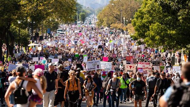 Protest je legitimen le, če ne ogroža drugače mislečih (ali, kaj nas o tem uči psihologija množic) (foto: profimedia)
