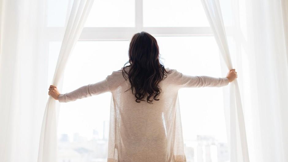 Si želite izboljšati svojo jutranjo rutino in posledično svoje počutje? Ponujamo vam 5 predlogov! (foto: Profimedia)