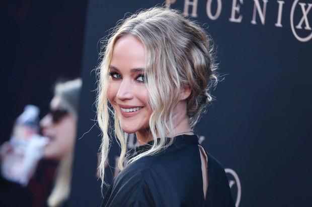Zagotovo vsi poznate priljubljeno igralko Jennifer Lawrence, ki je na nas pustila poseben pečat v filmih Igre lakote. Cooke Maroney …