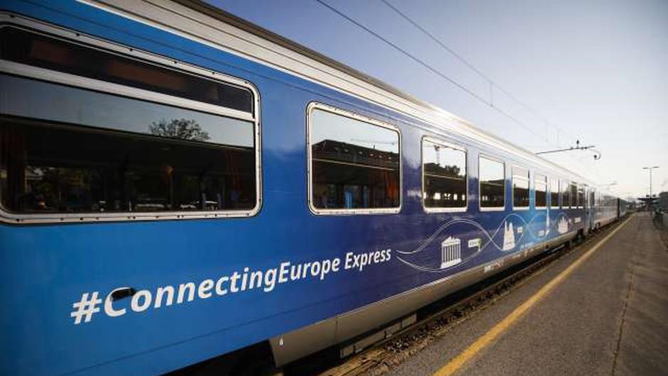Vlak Connecting Europe prispel na cilj v Pariz (foto: Anže Malovrh/STA)
