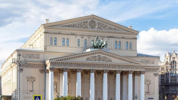 V gledališču Bolšoj med predstavo pri menjavi kulis pod padlim okrasjem umrl igralec (foto: profimedia)