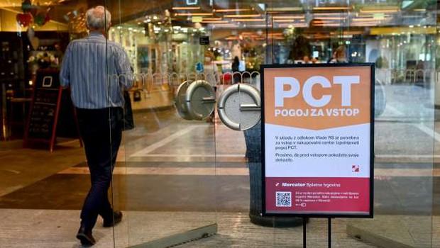Zaradi PCT več kot polovica trgovcev z do 50-odstotnim upadom prometa (foto: Tamino Petelinšek/STA)