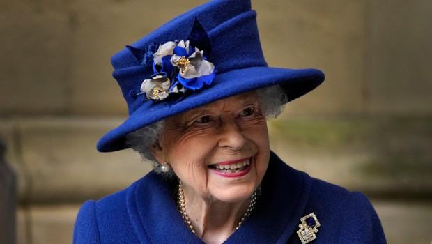 Britanska kraljica v javnosti pri hoji uporabljala palico (foto: Profimedia)