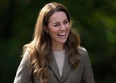 Poglejte, kako lep plašč je oblekla prečudovita Kate Middleton - izbrala je res zanimivo barvo!