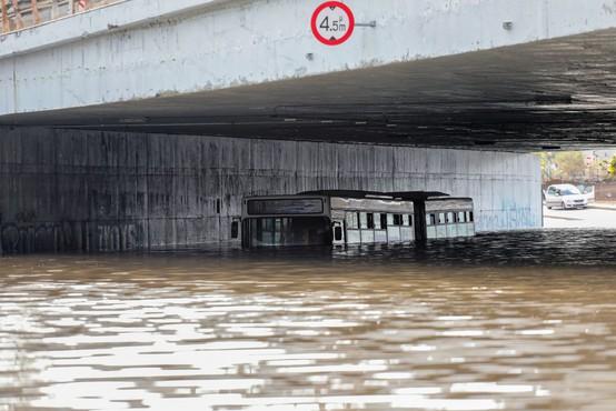 Po požarih se v Grčiji zdaj soočajo še s hudimi poplavami