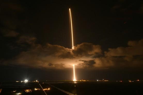 Sonda Lucy, ki bo 12 let raziskovala asteroide, s Floride poletela proti Jupitru