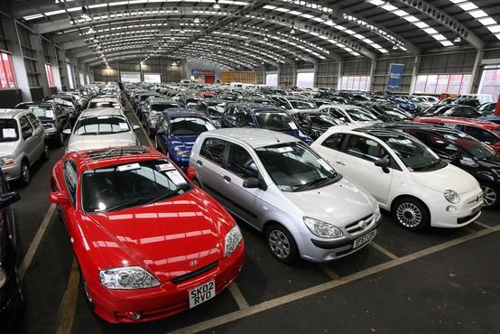 Cene avtomobilov v nebo: se sploh splača kupiti nov avtomobil ali ne?
